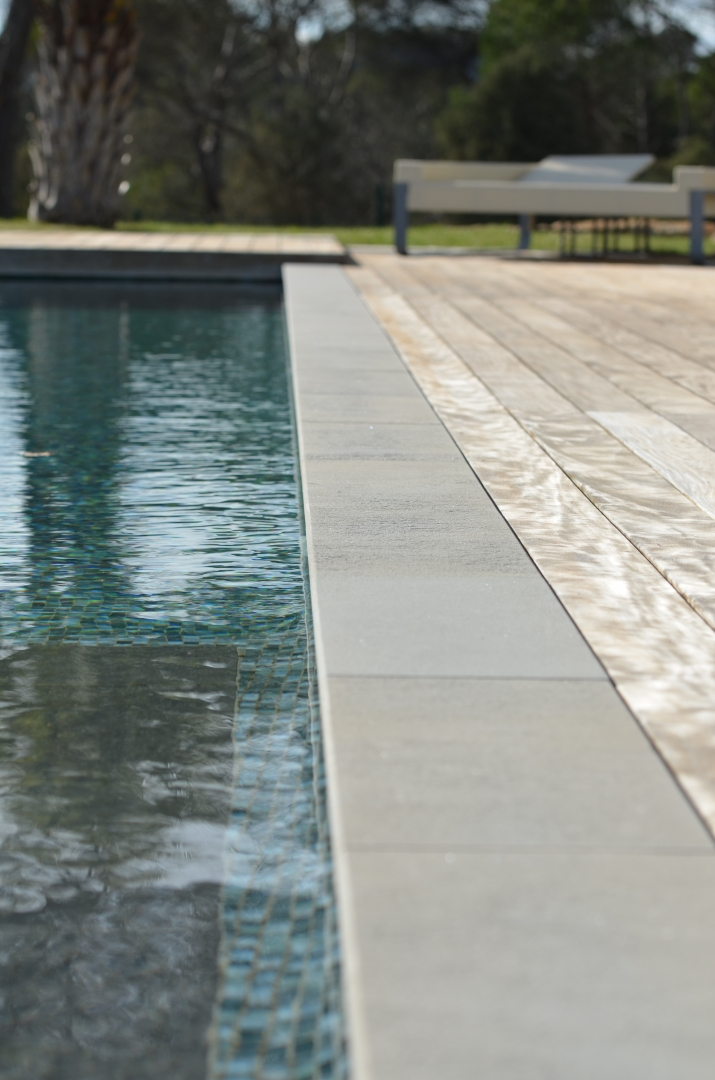D coration margelle piscine contemporaine 88 margelle for Fabrication piscine beton